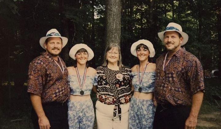 Братья близнецы женились на сестрах близняшках