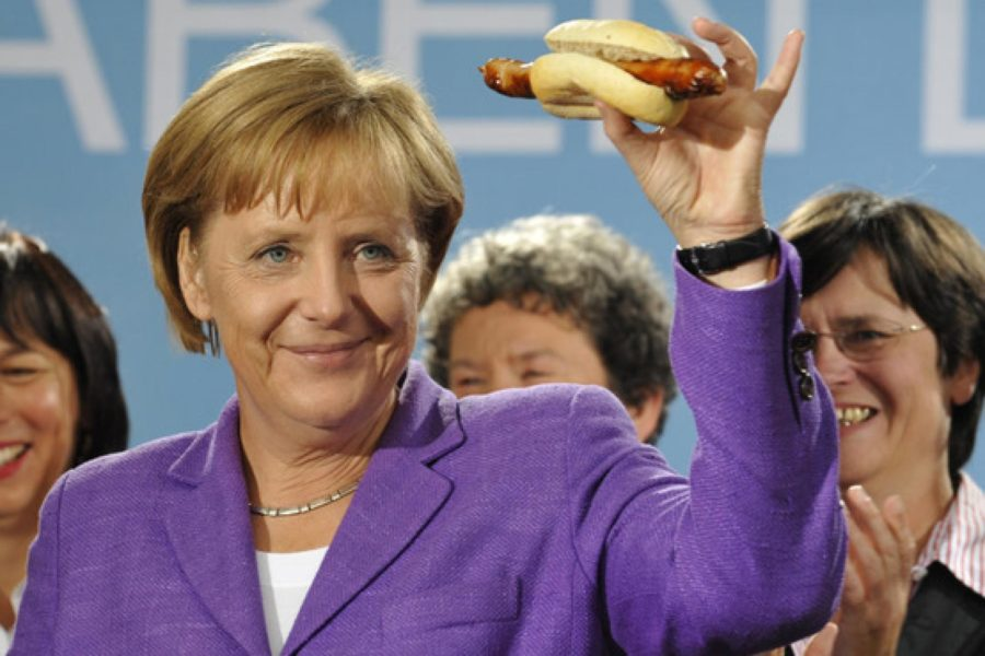 Меркель ест