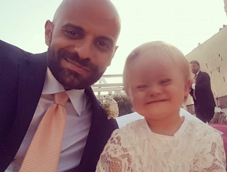 Мужчина удочеривший девочку с синдромом Дауна