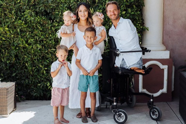 Ник Вуйчич с семьей