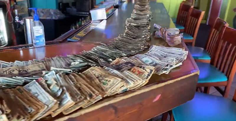 Снятые деньги со стен бара