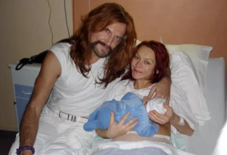 Никита Джигурда с женой и ребенком