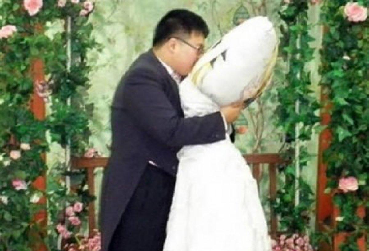 Ли Чжин Ю женился на большой подушке