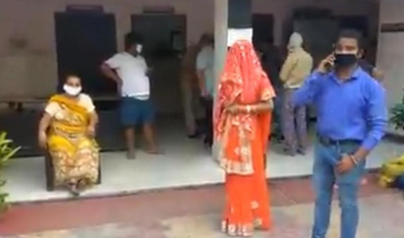 Мужчина с женой из Индии