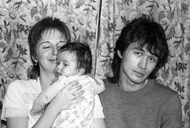 Виктор Цой с женой и сыном