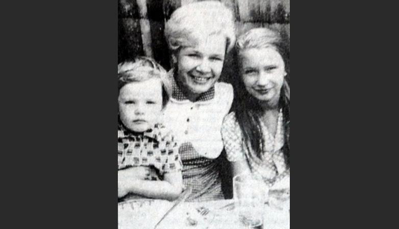 Андрей Данилко с мамой и сестрой